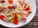 Рецепта Салата с оризови спагети, риба тон и чери домати